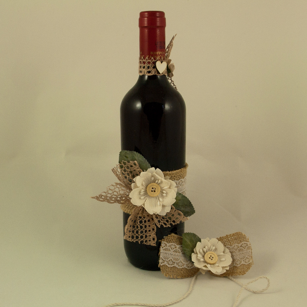 Украсена бутилка червено вино 01