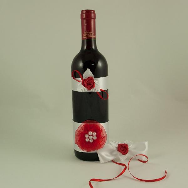 Украсена бутилка червено вино 06